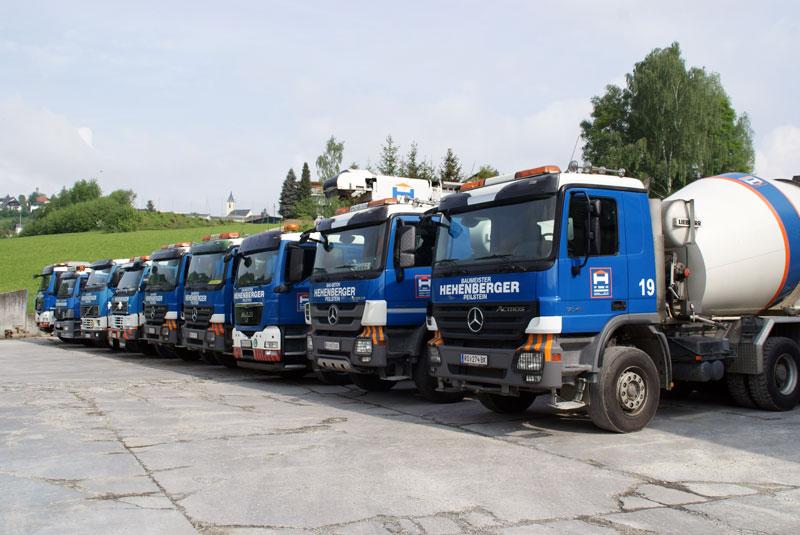 der Hehenberger LKW-Fuhrpark samt Betonmischwagen