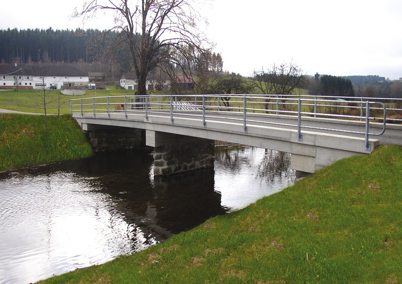 Hehenberger Beton-Fertigteilbrücke